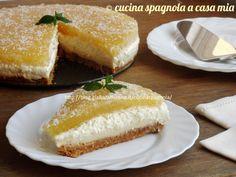 La torta piña colada (o pina colada) si ispira al famoso cocktail: un dolce fresco e senza cottura a base di ananas, cocco e rum. Assolutamente da provare!