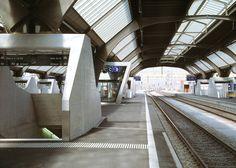 Sloping concrete circulation entrances added to platforms at Zurich Hauptbahnhof.