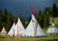 Mächtige Tipis vor drohender Gewitterkulisse Sailing Ships, Boat, Teepees, Atelier, Teepee Tent, Thunderstorms, North America, Native Americans, Outdoor Camping