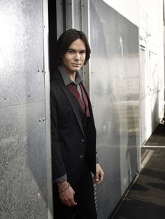 don't usually go for the long hair but love caleb from PLL!!