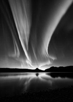 Kolbein Svenson (Norvège) : Photo Noir et Blanc d'une aurore boréale                                                                                                                                                                                 Plus