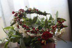 Diadema modelo Ana fotografiada por Yo digo Sí (Wedding Planner) #diadema #corona #tocado #evento #boda #comunion #novia #invitada #flores #moda #diademadeflores #coronadeflores #complementos #peinado #lamoradadenoa