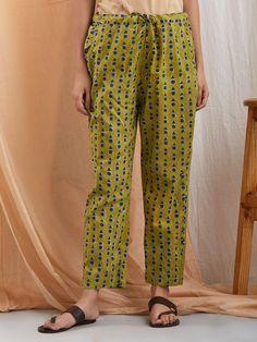 Cotton Pants, Linen Pants, Simple Kurta Designs, Salwar Pants, Salwar Pattern, Marathi Wedding, Fancy Kurti, Churidar Designs, Cigarette Trousers