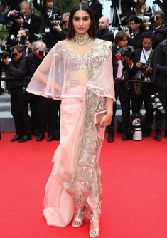 Sonam Kapoor's chic saree look - Dhoti Drape Spruced up with a sheer cape! Indian Attire, Indian Outfits, Indian Wear, Cannes Film Festival 2014, Saree Draping Styles, Modern Saree, Desi Wear, Saree Look, Chiffon Saree