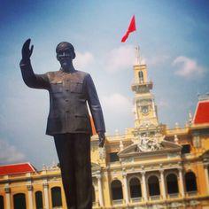 City Hall de Saigon & statue de Ho Chi Minh #Vietnam