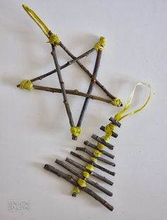 Prepare hot glue straw and thread tape. Combining twigs on top of one another and spreads glue immediately turn the thread. So they will not release the star will be strong.