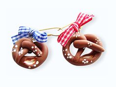 Ob in München oder Berlin – Festzelte und Oktoberfeststimmung gibt es überall. Laura vom Shop Mrs.- de-elfjes hatte eine tolle Idee und zeigt Dir, wie Du Dir aus Fimo Brezel-Ohrringe machen kannst.