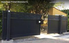 Twinslide : coulissant à 2 vantaux - Portaleco House Main Gates Design, Wooden Main Door Design, Front Door Design, Sliding Fence Gate, Front Gates, Electric Sliding Gates, Plot Beton, Metal Garden Gates, Automatic Gate