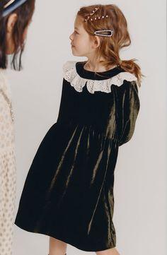 Zara Kids tiene los looks de fiesta para niñas más ideales - StyleLovely Dresses Kids Girl, Little Girl Outfits, Kids Outfits, Zara Kids, Kid Poses, Dress Codes, Kids Girls, Kids Fashion, Photoshoot