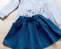 ポケットつきで便利なスカートは、ピンドットのコーデュロイを選びました。 あえて後ろウエストにリボンをつけましたが、前後逆にしても着られます。