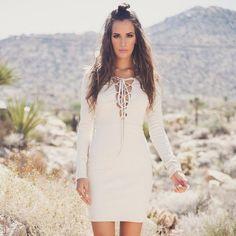 Bílé dámské letní šaty se šněrováním – Velikost L Na tento produkt se  vztahuje nejen zajímavá 329fd2afcc