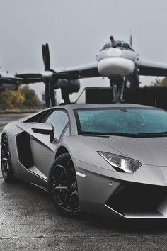 A very wet Lamborghini Aventador Audi R8, Lamborghini Aventador, Sports Cars Lamborghini, Ferrari Car, Jets Privés De Luxe, Moto Design, Aston Martin, Martin Car, Porsche