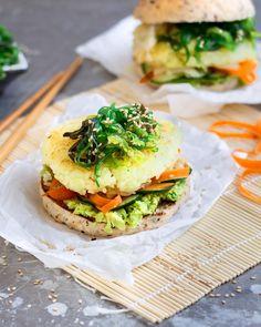 Sushi Burger selber machen Oh my God! This recipe simply combines two favorite foods! Chicken Burgers Healthy, Vegan Burgers, Sushi Burger, How To Make Sushi, Low Fat Yogurt, Eat Smart, Eating Plans, Eating Habits, Vegan Recipes