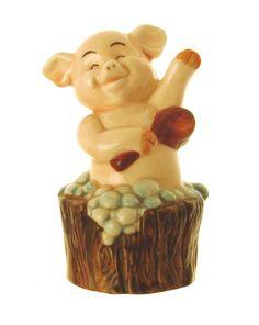 Danbury Mint 9cm in height pig figurine - Piggies collection - Hog Wash: Amazon.co.uk: Kitchen & Home