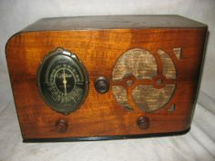 GILFILLAN WOOD CASE TUBE TABLE RADIO 1936 MODEL 501-T FOR PARTS OR RESTORATION
