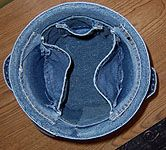 How to make Blue Jean Crafts and Buckets awesome Jean Crafts, Denim Crafts, Old Jeans Recycle, Picnic Quilt, Denim Ideas, Patchwork Jeans, Sewing Lessons, Recycled Denim, Clothes Crafts