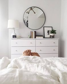 Minimalist bedroom Dresser - Elegant And Minimalist White Bedroom Design Ideas White Bedroom Design, Cozy White Bedroom, Scandinavian Style Bedroom, White Bedrooms, Home Bedroom, Bedroom Ideas, Master Bedroom, King Bedroom, Bedroom Images