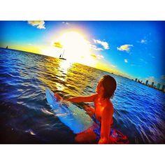 【yuta.0622】さんのInstagramをピンしています。 《🌴Sunset time🏄🏽 ♕ お金で買えないものってすごく大事な事だと思います。 今日見た夕陽や仲間・家族と過ごす時間!お金で買えないからこそ ずっと覚えていたりしますよね☺️✨🙏🌴🌅 ♕ #ハワイ #hawaii #ホノルル #honolulu #アラモアナ #alamoana #ボウルズ #bowls #サーフィン #surfing #サーファー #surfer #from #🇯🇵 #海 #sea #ocean #空 #sky #サンセット #sunset #自然 #natura #感謝 #Thanks #🙏》