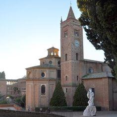 Ultima tappa per oggi #asciano4stagioni all'Abbazia di Monte Oliveto Maggiore un gioiello tra le #CreteSenesi custode di affreschi inestimabili e di una storia che attraversa i secoli. #AroundSiena #stradediasciano