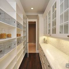 Walk through space from kitchen to mudroom for easy groceries