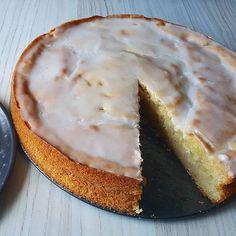 """A classic danish cake: lemonmoon or """"citronmåne"""". This one Was a favourite of mine, before going vegan. But now, I made a vegan recipe!!! Opskriften vil blive delt, på """"veganer på budget"""" 👐🤗 #vegan #vegansofig #veganfood #veganfoodshare #veganfoodporn #vegetarian #foodporn #cake #baking #delicius #plantbased #plantbaseddiet #whatveganseat #mad #madmedmedfølelse #plantebevægelsen #lækkert #kødfri #kødfrimandag #veganer #vegansk #vegetar #vegetarisk #"""