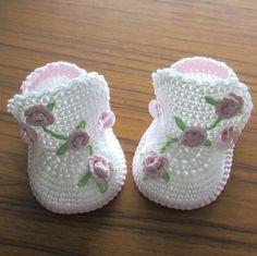 Crochet baby boots,Crochet baby shoes,Crochet booties,Crochet roses by NPhandmadeCreations on Etsy Crochet Baby Boots, Booties Crochet, Crochet Baby Clothes, Crochet Shoes, Crochet Slippers, Baby Booties, Knitted Baby, Crochet Crafts, Crochet Projects
