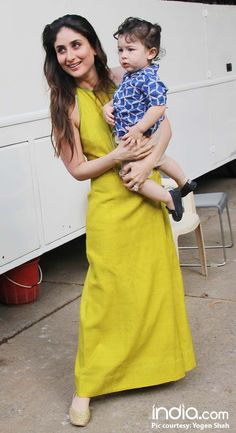 The little munchkin was spotted at Mehboob Studios a while ago. - Taimur Ali Khan Drops In To Meet Mommy Kareena Kapoor Khan During The Promotions Of Veere Di Wedding - See Pics Kareena Kapoor Wedding, Kareena Kapoor Khan, Indian Celebrities, Bollywood Celebrities, Bollywood Saree, Bollywood Fashion, Indian Dresses, Indian Outfits, Karena Kapoor