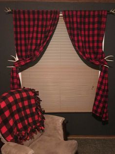 Buffalo Plaid curtains and throw blanket and antler things Plaid Bedroom, Plaid Nursery, Cabin Nursery, Baby Boy Rooms, Baby Boy Nurseries, Country Baby Rooms, Buffalo Plaid Curtains, Nursery Themes, Nursery Ideas