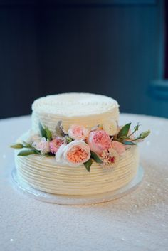 chic wedding cake; photo: Alea Moore Photography