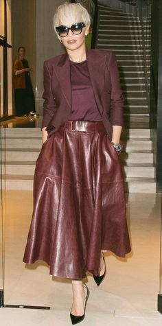 65 Comfy Office Fall Outfits and Leather Jacket Ideas Elegant Outfit Idea Blazer Plus Top Plus Leather Midi Skirt Plus Heels Fashion Week, Look Fashion, Winter Fashion, Fashion Trends, Fashion Bloggers, Fashion Ideas, Skirt Outfits, Fall Outfits, Heels Outfits