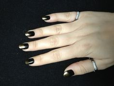 Black shellac with gold gradual additives