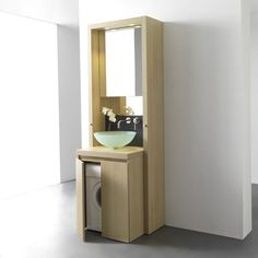 Meuble de salle de bains B1 de Kitchoo Conçu entièrement en bois issu de forêts certifiées PEFC, ce meuble de salle de bains demeure très pratique. En haut, derrière le miroir, se cache une armoire de toilette et, en bas, une machine à laver. Il est aussi doté de deux portes serviettes télescopiques, de deux systèmes d'éclairage LED intégrés et d'une prise électrique. Pratique et esthétique, il conviendra aux plus petites salle de bains ! Dimensions : H. 260 x l. 70 x P. 63 cm. Envi...