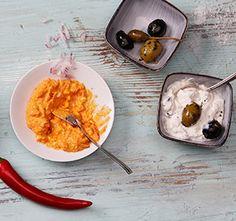 Dreierlei Grill-Dips (Ajvar-Dip, Olivenquark, Heidelbeer-Feta-Dip)