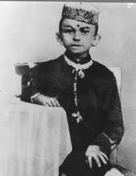This is the earliest known photo of Mohandas Karamchand Gandhi taken in In this photograph he is 7 years old. Jain ideas and practices powerfully influenced Gandhi particularly through his mother who was a devout Jain. Image from Wikipedia. Mahatma Gandhi, Famous Historical Figures, Historical Pictures, Rare Photos, Old Photos, Photo Star, Young Celebrities, Celebs, Childhood Photos