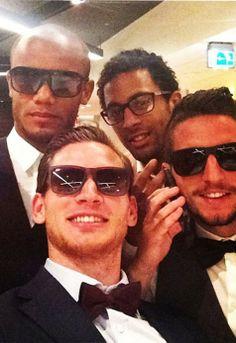 """Vincent Kompany, Moussa Dembele, Jan Vertonghen and Dries (""""Dat komt omdat hij van Leuven is!"""") Mertens"""