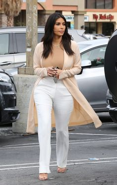Kim arriving at Jerry's Famous Deli in Woodland Hills, CA - 01/12/2014