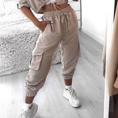 Style: Edgy Looks. Black Joggers Outfit, Casual Pants, Casual Shirts, Casual Clothes, Lazy Day Outfits, Spring Outfits, Casual Outfits, Nude Outfits, Fashion Outfits