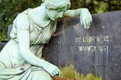 Statue auf dem Friedhof Essen Bredeney