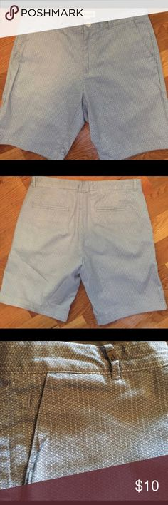 Calvin Klein Ladies Walking Shorts 💃🏻 Purchased on here but ran small. They are a size 30 ( normal fit 8-10) but are probably more like a size 6/8. They are super cute and look great with a blue or white top. Calvin Klein Shorts Bermudas