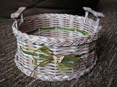 Pletený košík z papíru