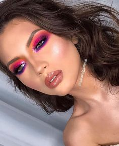 Delighted with this colorful make up 💜💚🧡 Course Schedules and mak . Glam Makeup, Sexy Makeup, Crazy Makeup, Makeup Geek, Beauty Makeup, Hair Makeup, Rainbow Eye Makeup, Bright Eye Makeup, Purple Eye Makeup
