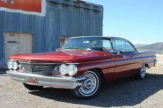 1960 Pontiac Bonneville Coupe.