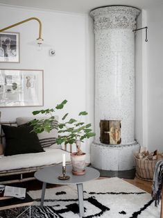 A rustic and modern apartment - - Living Room Scandinavian, Scandinavian Home Interiors, Eclectic Living Room, My Living Room, Scandinavian Design, Beautiful Interior Design, Home Interior Design, Interior Decorating, Compact Living