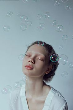 Portrait Photography Inspiration : New post on bienenkiste More - Photography Magazine Creative Photography, Photography Poses, Bubble Photography, Photography Tutorials, Beauty Photography, Ethereal Photography, Expressions Photography, Photography Hashtags, Emotional Photography