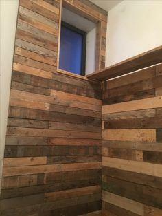 Mur palettes cage escalier