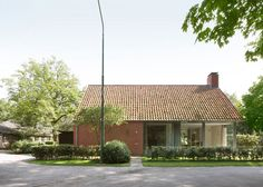 Bedaux de Brouwer Architecten uses red brick for Dutch country house