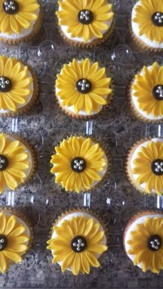 Buttercream cupcake with Sunflower