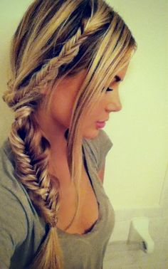 Loose fishtail braid.