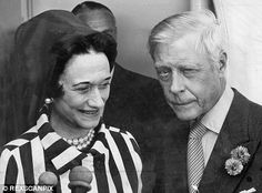 Was Wallis Simpson all woman? There's been always been speculation about her sexual make-up. Now in a major reassessment her biographer uncovers new evidence Extract from THAT WOMAN: The Life Of Wallis Simpson, Duchess Of Windsor by Anne Sebba Wallis Simpson, Duchess Of York, Duke And Duchess, Eduardo Viii, Edward Windsor, British Royal Family Members, Prince Michael Of Kent, English Royalty, Elisabeth