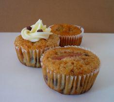 Recette pour 12 Cupcakes Moules et/ou caissettes à muffins Préparation: 15min Cuisson: 20min à 175°C Ingrédients: - 100g de beurre très mou - 100g de sucre en poudre - 1 sachet de sucre vanillé - 2 oeufs - 100g de farine - 1 yaourt entier non sucré -...